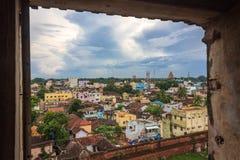 Ansicht von Thanjavur-Stadt vom Palastfenster Lizenzfreies Stockfoto
