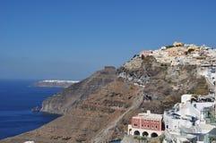 Ansicht von Thira Fira auf der Insel von Santorini, Griechenland im Hintergrund können Sie die Stadt von Oia sehen Lizenzfreie Stockfotografie