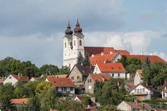 Ansicht von Tihany-Abtei vom inneren See, Ungarn Stockbild