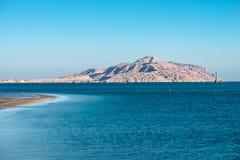 Ansicht von Tiran-Insel vom Roten Meer Stockfotografie