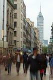 Ansicht von Torre Latinoamericana von der Straße in Mexiko City Lizenzfreies Stockbild