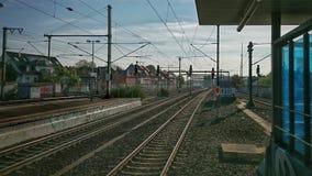 Ansicht von Trainstation Ehrenfeld in Köln in Richtung zu den Eisenbahnen Lizenzfreie Stockbilder