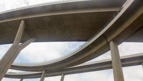 Ansicht von unterhalb der Brücke Lizenzfreies Stockfoto