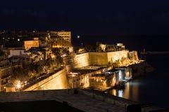 Ansicht von Valletta nachts Stockbild