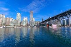 Ansicht von Vancouver BC nahe bei Granville Bridge entlang False Creek stockfoto