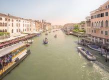 Ansicht von vaporetto Station auf Canal Grande Lizenzfreie Stockfotos