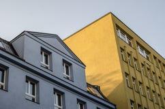 Ansicht von verschiedenen Farb- und Arthäusern Stockfotografie
