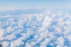 Ansicht von weißen Kumuluswolken Lizenzfreies Stockfoto