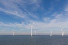 Ansicht von Windpark im niederländischen Noordoostpolder lizenzfreie stockfotografie
