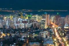 Ansicht von Wohn- und von Bürogebäuden am wohlhabenden Bezirk von Las Condes in Santiago stockbild
