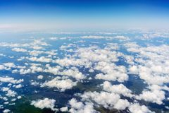 Ansicht von Wolken über dem Boden Stockfoto