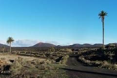 Ansicht von Yaiza in Richtung zu Timanfaya Lizenzfreies Stockfoto
