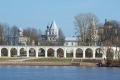 Ansicht von Yaroslavovo-dvorishche am April-Nachmittag Veliky Novgorod, Russland stockbilder