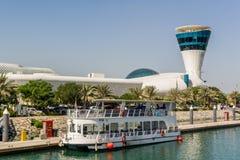 Ansicht an Yas-Jachthafen in Abu Dhabi vom Meer Lizenzfreie Stockbilder