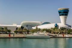 Ansicht an Yas-Jachthafen in Abu Dhabi vom Meer Stockbilder