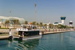 Ansicht an Yas-Jachthafen in Abu Dhabi vom Meer Lizenzfreie Stockfotos