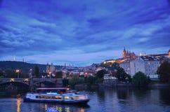 Ansicht zu alter Prag-Brücke, Tschechische Republik Lizenzfreie Stockfotografie