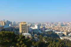 Ansicht zu Baku-Stadt vom Gebirgspark Stockfoto
