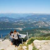 Ansicht zu den Alpen Stockbilder