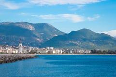 Ansicht zu den Bergen und zum Meer von der Promenade im Cent Lizenzfreie Stockbilder
