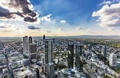 Ansicht zu den Skylinen von Frankfurt von Maintower Stockfotos