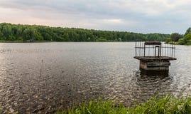 Ansicht zu einem ruhigen See Lizenzfreies Stockfoto
