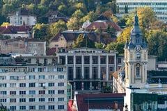 Ansicht zu Klausenburg-NapocaRathaus und Student' s-Haus der Kultur in Klausenburg-Napoca, Rumänien lizenzfreie stockfotos