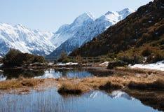 Ansicht zu mt-Koch von roten alpinen Teichen Tarns Stockbild