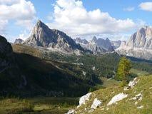Ansicht zu Passo Giau von Forcella Giau Stockfotografie