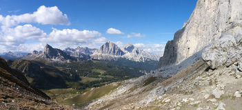 Ansicht zu Passo Giau von Forcella Giau Lizenzfreie Stockfotos