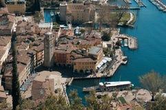 Ansicht zu Riva del Garda, Trentino, Italien stockbilder