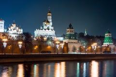 Ansicht zum Damm des Flusses, der Wand Moskaus des Kremls und des Iwans der große Glocke-Turmkomplex Lizenzfreies Stockbild