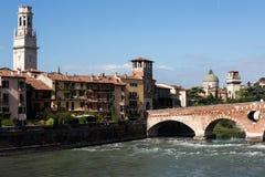 Ansicht zum Fluss in Verona lizenzfreie stockfotos