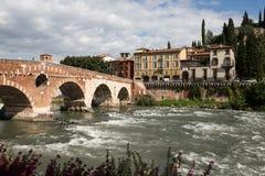 Ansicht zum Fluss in Verona Stockfotografie