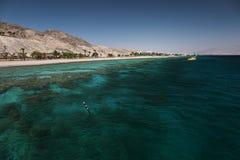 Ansicht zum Korallenriff und zum Strand stockfoto