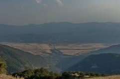 Ansicht, zum von Balkan-Tal von Balkan-Berg einzuspringen Stockfotos