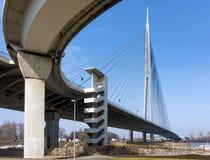 Ansicht zur Ada-Brücke auf dem Fluss Sava in Belgrad, Serbien Stockfotos