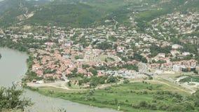 Ansicht zur alten Stadt Mtskheta von Jvari-Bereich - Georgia stock footage