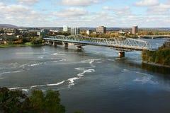 Ansicht zur Brücke über dem Ottawa-Fluss Lizenzfreies Stockfoto