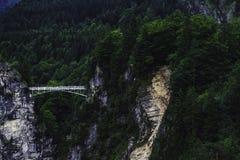 Ansicht zur Brücke vom Neuschwanstein-Schloss lizenzfreie stockbilder
