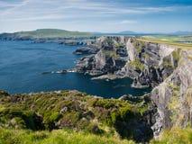 Ansicht zur Klippe von Kerry nahe Portmagee in Irland lizenzfreie stockfotografie