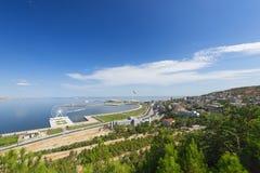 Ansicht zur Landstraße und Baku bellen vom Hochlandpark Stockfotografie