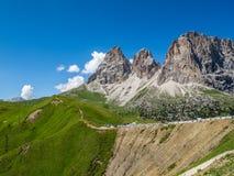Ansicht zur Langkofel-Gruppe vom Sella-Durchlauf in den Dolomit, Süd-Tirol, Italien Lizenzfreies Stockbild