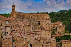 Ansicht zur Stadt von Sorano lizenzfreies stockbild