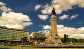 Ansicht zur Statue von Marques de Pombal, Lissabon, Portugal lizenzfreie stockfotos