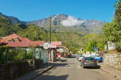 Ansicht zur Straße der Stadt von Fond de Rond Point in St- Denisde-La Réunion, Frankreich Lizenzfreie Stockfotos