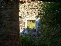 Ansichtabflussrinne das Fenster Stockfoto