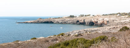 Ansichten Capo di Leuca der Höhlen Stockbild