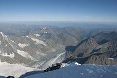 Ansichten der Altai-Berge von der Spitze des Bergs Belukha Lizenzfreies Stockfoto