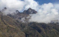 Ansichten der Anden-Berge nahe Machu Picchu stockfotos
